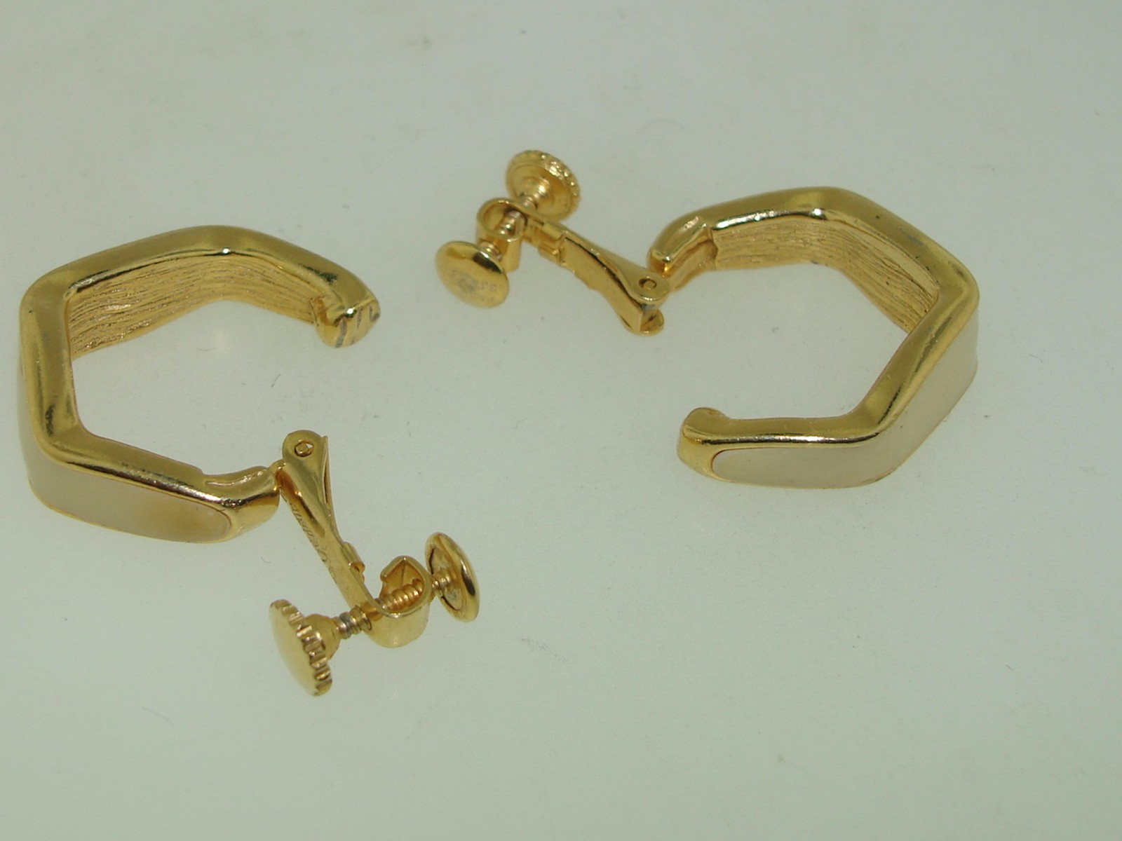 Beautiful Classic Vintage 1965 Patent Dated Goldette Creme